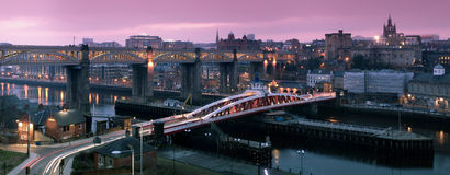 Quayside van Newcastle Gateshead Panorama stock afbeeldingen