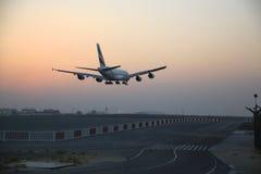A380 que entra en la tierra Imagen de archivo libre de regalías