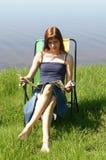 que lêem e que relaxam fotografia de stock royalty free