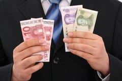 Que moeda é um euro ou um yuan mais forte? Imagens de Stock