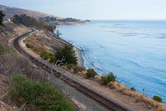 Que ruma para o sul na costa de Califórnia Foto de Stock