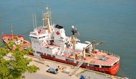 QUEBEC, CANADA - AUGUSTUS 20, 2014: Vissersboot Mening van hierboven Royalty-vrije Stock Foto