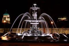 Fontaine de Tourny vid natt i Quebec City, Kanada Arkivfoto