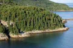 Quebec sjösidan av Tadoussac Arkivfoton