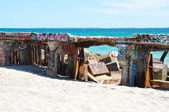 Quebra-mar com blocos da colocação de etiquetas e da ecologia, Austrália Ocidental Imagens de Stock Royalty Free