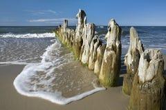 Quebra-mar de madeira velho Fotos de Stock