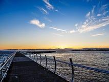 Quebra-mar em Ogden Point em Victoria, BC, Canadá; si do por do sol Fotografia de Stock Royalty Free