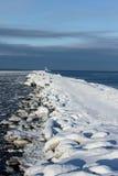 Quebra-mar na baía do mar Imagem de Stock