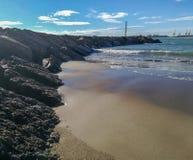 Quebra-mar na praia foto de stock