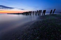 Quebra-mares no crepúsculo Foto de Stock