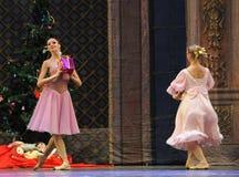 Quebra-nozes do bailado do presente- do Natal fotos de stock royalty free