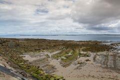 Quebrado海滩在Peniche,葡萄牙 图库摄影