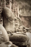 Quebrado da pedra da estátua da Buda ao lado da vista em Ayuthaya Tailândia Imagem de Stock Royalty Free