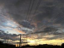 Quebrando nuvens de tempestade foto de stock