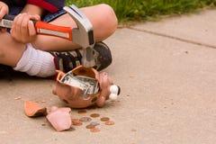 Quebrando o banco piggy Imagem de Stock