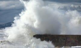 Quebrando a onda da tempestade Foto de Stock