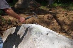 Quebrando a rocha Fotografia de Stock