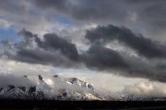 Quebrando a tempestade sobre o pico espanhol da forquilha Foto de Stock Royalty Free