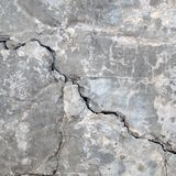 Quebras do muro de cimento imagens de stock royalty free