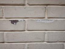 Quebras e furo descascados da parede na parede Imagens de Stock Royalty Free
