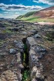 Quebras na terra seismically em um active, Islândia Foto de Stock