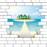 Quebre em uma parede de tijolo com uma praia bonita do oceano Fotografia de Stock Royalty Free