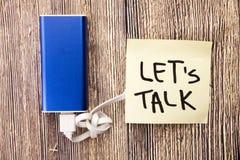 Quebre o gelo Comunique suas ideias Voz para fora seus problemas Comece uma conversação com alguém Fala a uma pessoa Compartilhan foto de stock royalty free