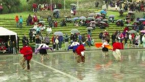 Quechua boeren die Inti Raymi of festival van de zon vieren stock footage