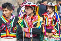 Quechua einheimisches in der traditionellen Kleidung, Cusco stockbilder