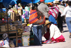 Quechua Indian women bargain and sell Royalty Free Stock Photos