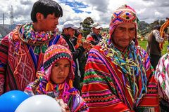 Quechua inheemse mensen van Peru in traditionele kostuums royalty-vrije stock afbeelding