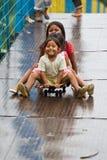 Quechua meisjesvrienden die pret hebben. Royalty-vrije Stock Fotografie