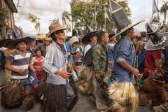 Quechua mensen in Inti Raymi paraderen in Ecuador Royalty-vrije Stock Foto's