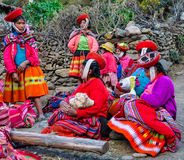 Quechua women with children in a village in the Andes, Ollantayt Stock Photography