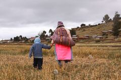 Quechuan mother and child at Titicaca lake, Peru