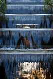 Queda da água no jardim. Foto de Stock Royalty Free