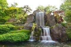 Queda da água no jardim Imagens de Stock Royalty Free