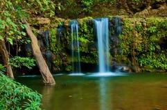 Queda da água: água branca no fluxo Imagem de Stock Royalty Free