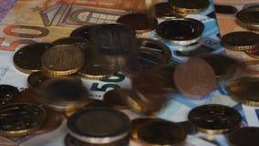 Queda das moedas do Euro vídeos de arquivo