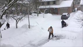 Queda das nevadas fortes em uma cidade canadense do sul video estoque