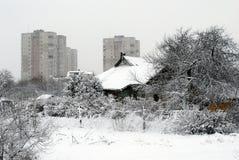 Queda de neve do inverno na capital do distrito de Fabijoniskes da cidade de Lituânia Vilnius Imagens de Stock