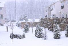 Queda de neve em uma vila pequena Fotos de Stock