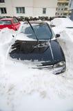 Queda de neve extrema - carro prendido Imagem de Stock Royalty Free