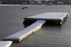 A queda de neve fresca cobre a doca Fotos de Stock Royalty Free