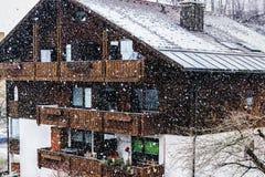 Queda de neve na vila bávara Foto de Stock