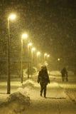 Queda de neve nas ruas de Velika Gorica, Croácia imagem de stock