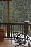 Queda de neve no balcão imagens de stock royalty free