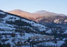 Queda de neve no parque natural de Aizkorri-Aratz e na cidade de Zegama Foto de Stock Royalty Free