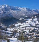 Queda de neve no parque natural de Aizkorri-Aratz e na cidade de Zegama Fotos de Stock