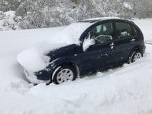 A queda de neve pesada bate Chisinau no meio da mola foto de stock